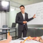 英会話教室とオンライン英会話を内容比較!併用は効果的か?